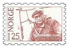 Kong Olav V i seilbåt